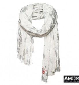 Een mix van katoen en modaal maakt deze shawl met love print onweerstaanbaar!