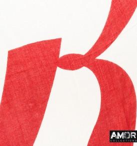 Detail foto van de mooie effen modaal shawl met geprinte 'R'logo over de helft van de shawl in de kleur wit.