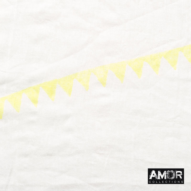 Crinkled cotton with a triangle print. Colour: Yellow.