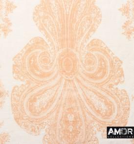 Detail foto van de katoen/zijde sjaal met een mooie print in de kleur zalm.