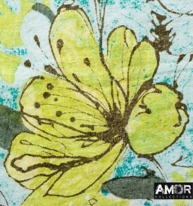 Detail foto van een mooie linnen shawl met een prachtige bloemen print in de kleur groen.