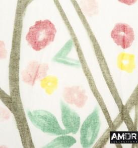 Detail foto van deze shawl van modaal met een prachtige bloemenprint in de kleur wit en met gekleurde bloemen.