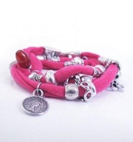 Stoffen wikkel armband met bedels - Roze