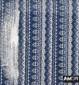 Detail foto van AM742 blauw, tube met zilveren metelic veeg.