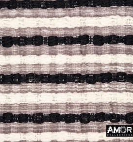 Detail foto van de blanket van wol met grote slubs over de gehele brede van de blanket.