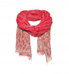 Een prachtige ingeweven sjaal met aan de onderzijde een bloemen patroon in de kleur rood.