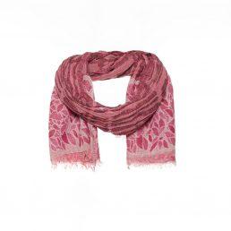 Roze wollen sjaal met ingeweven bladmotief