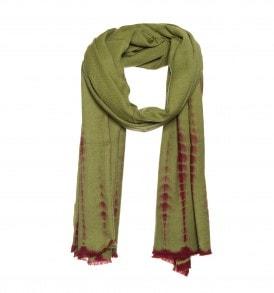 Een prachtige wollen tie dye sjaal in de kleur groen.