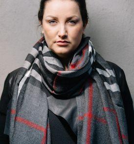 geblokte grijze sjaal
